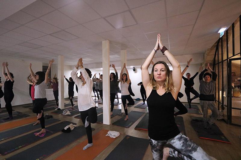Morning Yoga par Agnès Cassonnet chez Yoga with You Bordeaux dans le cadre d'un beforework Newake.