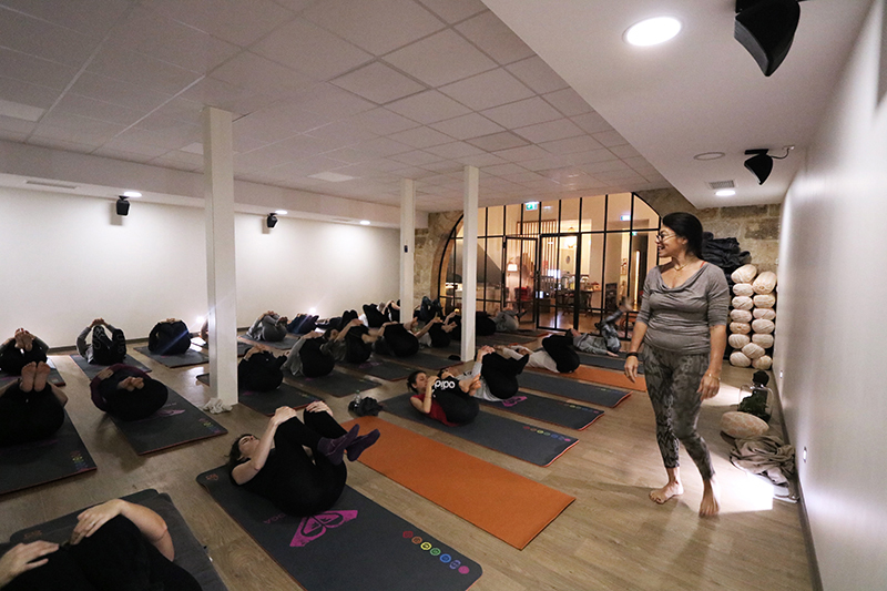 Morning Yoga par Agnès Cassonnet chez Yoga with You Bordeaux dans le cadre d'un beforework Newake.